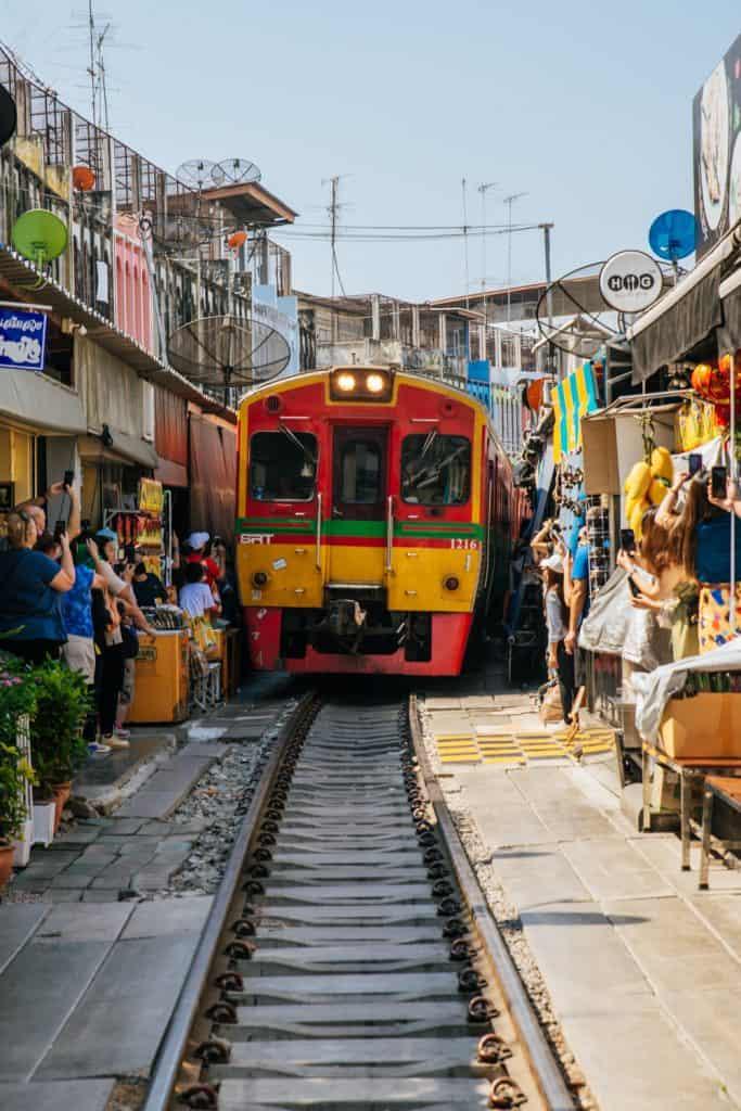 Targ na Torach (Maeklong Railway Market)