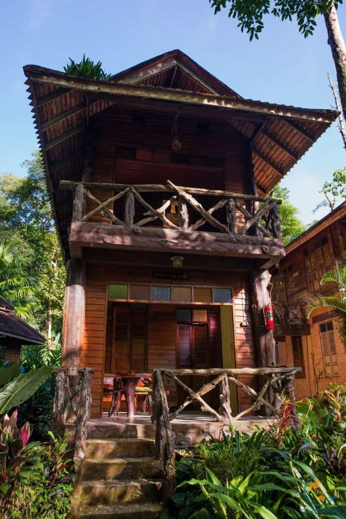 Domki nad rzeką w Khao Sok